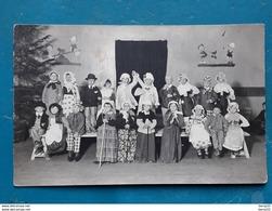 CPA - Carte Photo Groupe D'enfants Déguisés Spectacle - Atelier SAVARY - ROMILLY-SUR-SEINE - Romilly-sur-Seine