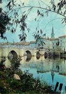 16 - Confolens - Le Pont Vieux Et Les Bords De La Vienne - Carte Neuve - Voir Scans Recto-Verso - Confolens