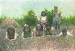 PIN UP FASHION WOMEN FEMMES BOYS & GIRL Vtg Tinted Colored Photo 1952 Teen Girls Lying On The Grass - Pin-Ups