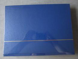 Nex001 NIEUW A4 LEUCHTTURM ALBUM KLEUR BLAUW / BLUE MET 64 ZWARTE BLADEN - Albums & Bindwerk