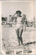 PIN UP FASHION WOMEN FEMMES Mode Sexy Lady S Nude Nu In Swimsuit By The Beach - Original Vtg Photo 1958 - Pin-Ups