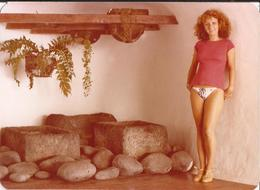 PIN UP FASHION WOMEN FEMMES Mode Lady S Nude In Bikini Or Underwear In Her House - Original Vtg Photo 1979 - Pin-ups