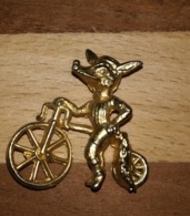 RENARD A VELO - FEVE DOREE ANCIENNE - Personnages