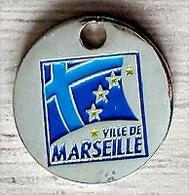 Jeton De Caddie  Ville De  MARSEILLE ( 13 ) Verso  2600  Ans  Marseille  L' Expérience  Du  Monde - Jetons De Caddies