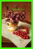 FLEURS - VASE DE FLEURS AVEC UN COLLIER SUR UNE TABLE - - Fleurs