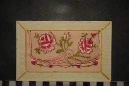 CP, Fantaisie, Carte Brodée Fleurs Roses Message De Bonne Année A L'interieur - Brodées