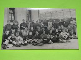 PHOTO Carte Postale MILITAIRE Vers 1914 Soldats Guerre  Vêtements Uniforme  / 15 - Krieg, Militär
