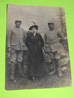 PHOTO Carte Postale MILITAIRE Vers 1914 Soldats Guerre Uniforme - Vêtement Civil Robe / 17 - Guerra, Militari