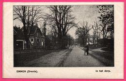 Emmen - Drente - In Het Dorp - Bicyclette - Animée - ** Apparemment Carte Contrecollée - Fabrication Maison ** - Emmen