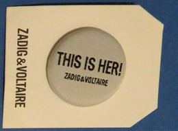 1 Badge Zadig Voltaire Gris - Modern (from 1961)