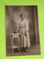 PHOTO Carte Postale Vers 1940 - Tenue Vestimentaire Robe Femme / 42 - Persone Anonimi