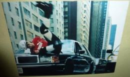 Carte Postale - Boo.com, Sports And Streetwear On The Net (homme En Rollers Sur Le Capot D'une Voiture) - Publicité