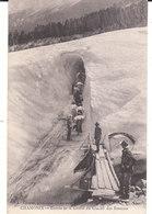 CPA CHAMONIX (74) ENTREE DE LA GROTTE DU GLACIER DES BOSSONS - ANIMEE - Chamonix-Mont-Blanc