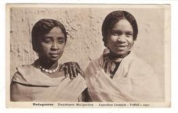 MADAGASCAR  /  DANSEUSES  MALGACHES  /  EXPOSITION  COLONIALE  PARIS  1931  /  Edit.  PAILLARD - Madagascar