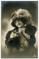 FASHION : PRETTY EDWARDIAN GIRL WITH LARGE HAT (HAND-COLOURED) - Fashion