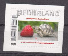 Nederland Persoonlijk Zegel   Schildpad Met Aardbei, Turtle; Rolzegel, Zelfklevend - Neufs