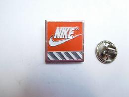 Beau Pin's , Marque Nike - Marques