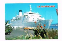 Le Napoléon à Quai.Corse,île De Beauté.Autos. - Paquebots