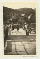 Kleines Privat Foto Neckarhausen Auf Der Fähre  Mit Wohnhäusern 1951 - Orte