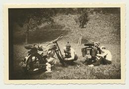 Kleines Privat Foto Motorrad Bike Pflege Im Quartier Bei Neckarhausen 1951 - Motorräder