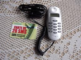 Coffret Tcollector éléphone SOUSDSTAR S-320 + Carte Prépayée 20 SMS - Télécartes
