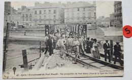 44 . Après L'Écroulement Du Pont Maudit . Vue Perspective Du Pont Henry . ( Pose De La Ligne Des Tramways ) . - Nantes