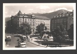 Innsbruck - Boznerplatz Mit Rudolfsbrunnen - Fotokarte - Autobus / Tram / Trolley - Innsbruck