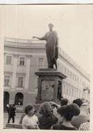 UKRAINE. #1243 A PHOTO. ODESSA. Monument To Duc De Richelieu. TOURISTS.   *** - Proyectores De Cine