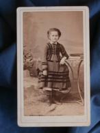 CDV Photo Th. Schahl à Dijon - Fillette (tante Seguenot) En Pied, Belle Robe, Circa 1875-80 L436A - Anciennes (Av. 1900)