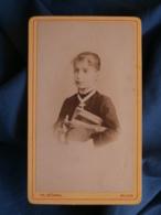 CDV Photo Th. Schahl à Dijon - Fillette Avec Une Brassée De Livres, Circa 1880 L436A - Photos
