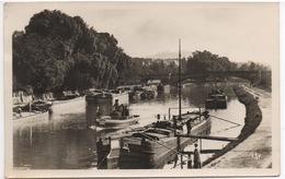 CPA ALLEMAGNE SAARBRUCKEN La Rivière Saar Et Le Pont Bismark (avec Péniches) - Saarbruecken