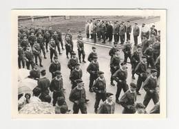 57 DIEUZE - PHOTO - Défilé Du 13eme Regiment De Parachutistes En 1966 - Taille Cpm Moselle - Dieuze