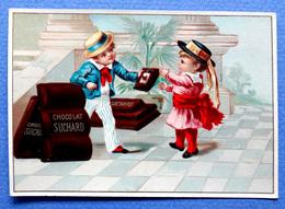 CHROMO.CHOCOLAT SUCHARD..... S 10.... +- 1900....PETIT GARÇON QUI OFFRE UNE TABLETTE DE CHOCOLAT.... - Suchard