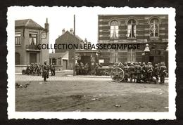 INEDIT LAMBERSART - MAI 1940 - LES ALLEMANDS PLACENT UN CANON DEVANT L' ECOLE - FONDATION CLOUET DES PESRUCHES - Lambersart