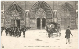 PARIS 4ème  - Notre  Dame  /  Militaires  / Attelage - Arrondissement: 04