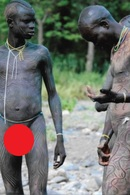 F10 PHOTO ETHNIQUE CULTURE ETHNIE AFRIQUE ETHIOPIE TRIBU SURMA HOMME NU TRIBAL AFRICA ETHNIC NAAKT NACKT NAKED NUDE MEN - Völker & Typen