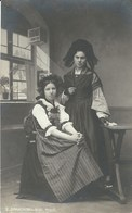 CPA - Thèmes * Folklore, Jeune Femme Costumées * - Costumes