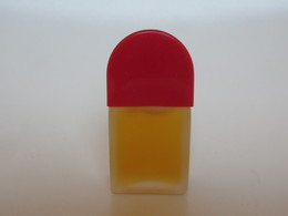 Red Door - Elizabeth Arden - Miniatures Modernes (à Partir De 1961)
