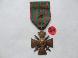 MÉDAILLE . CROIX COMBATTANT 1914-1917 .  RUBAN AVEC 1 ETOILE . - France