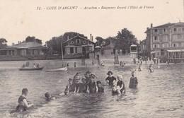 ARCACHON - Baigneurs Devant L'Hôtel De France - Arcachon