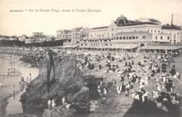 64 - BIARRITZ - Sur La Grande Plage, Devant Le Casino Municipal - Biarritz