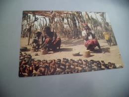 Afrique En Couleurs ...marchandes De Poteries - Händler