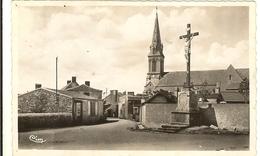 Cpsm Pf - BOUZILLE - Route De La Boissière, Le Calvaire Et L'église   175 - France