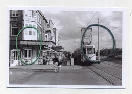 NIEUWPOORT : Plage Un Convoi Direct Vers De Panne  ( TRAM ) ( Foto Van Oude Cliché 1962 - 15 X 10 Cm ) - Nieuwpoort