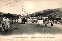 MADAGASCAR - FIANARANTSOA - L'AVENUE BESSON UN JOUR DE ZOMA - LE CERCLE FRANCAIS - Madagaskar