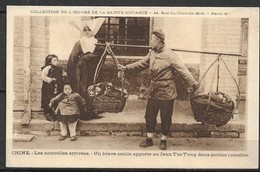 """CHINA OLD PC- 2 LITTLE  TWIN GIRLS ARE BROUGHT TO THE """"Jenn-tse-tang"""" RENCITANG - Cina"""