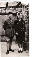 Photo Femme Et Homme Militaire En Uniforme - Militari