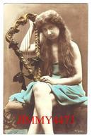 CPA  POSTKARTE - Une Jolie Jeune Fille Avec Une Petite Harpe En 1906 - Lychnogravüre ( Photographie ) N° 1243/1 - Femmes