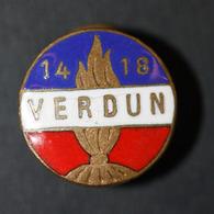 """WWI Insigne Métal émaillé De Boutonnière De Poilu """"Verdun - 14/18"""" E. Boilot à Rouen WW1 - 1914-18"""