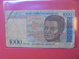 MADAGASCAR 1000 FRANCS CIRCULER - Madagascar